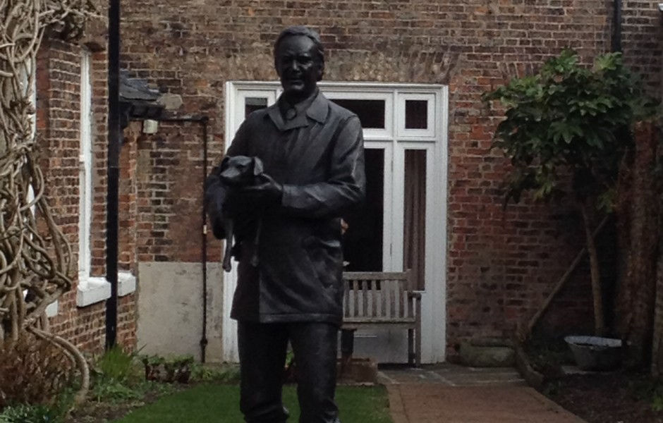 james Herriot Statue